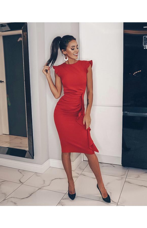 Wspaniale podkreślająca sylwetkę, czerwona sukienka midi bez rękawów sprawdzi się na wiele okazji.