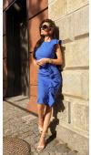 Pięknie dopasowana, chabrowa sukienka midi z wygodnego poliestru. Fason akcentuje zadbaną sylwetkę.