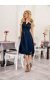 Sukienka koktajlowa o klasycznym kroju midi bez rękawów. Sprawdzi się na randkach i wielu imprezach.