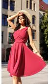 Sukienka będzie pięknie prezentowała się zarówno z jasnymi, jak i ciemnymi dodatkami.