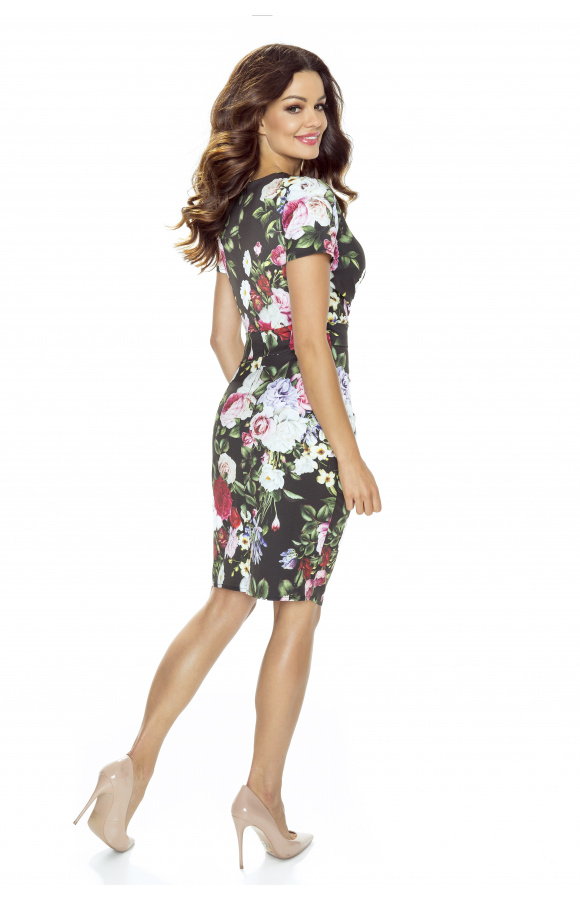 Sukienka koktajlowa w kwiaty nadaje się na wiele okazji, a w niektórych zawodach także do pracy.