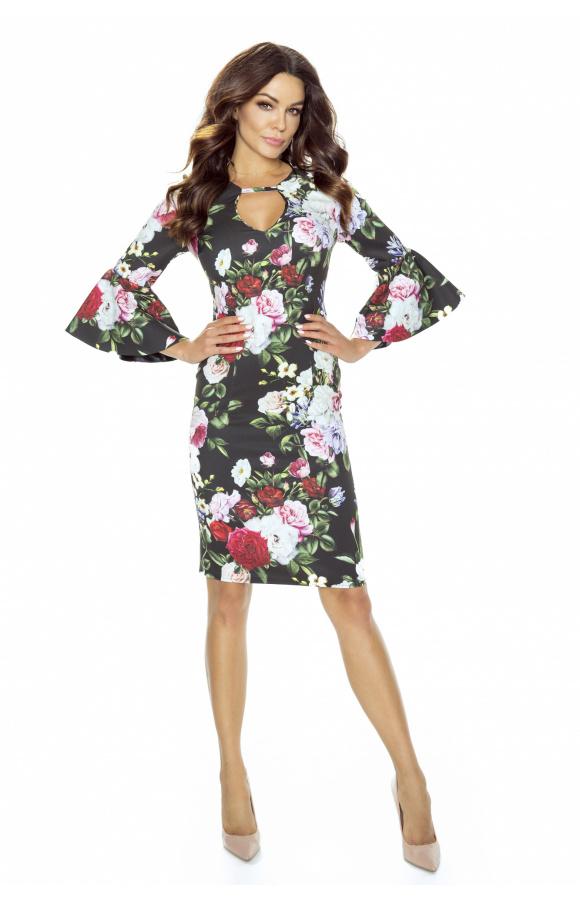 Oryginalną ozdobę sukienki stanowi dekolt w kształcie litery U z paskiem pod szyją.