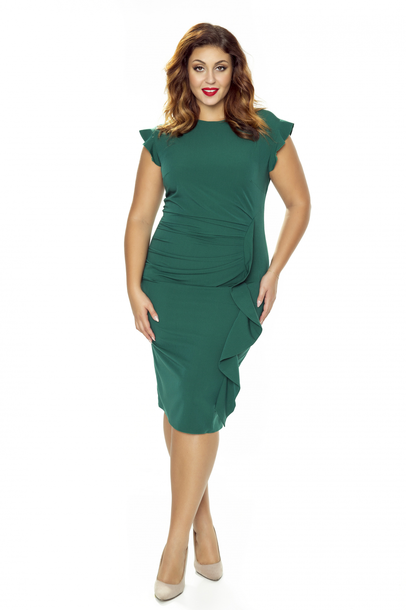 571dd93d371e Zielona wizytowa sukienka z falbaną na wesele Km66-6 - ❤ Kartes-Moda ❤