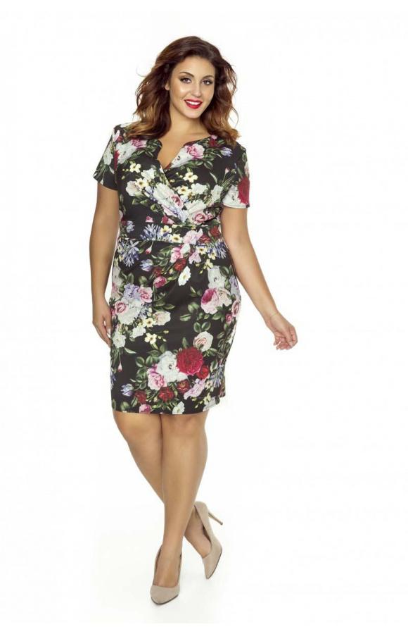 Urocza, dopasowana sukienka w kwiatowy print to propozycja dla kobiet o dowolnej figurze.