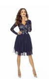Granatowa sukienka z długim rękawem. Koronka i tiul są idealne na sylwestra lub studniówkę.