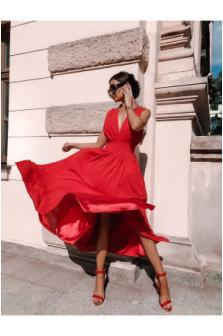 Jakie buty ubrać do czerwonej sukienki?
