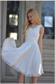 Jakie buty ubrać do białej sukienki?