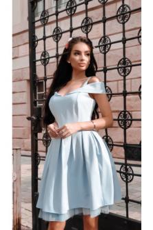 Dlaczego sukienka podnosi się i jak temu przeciwdziałać?
