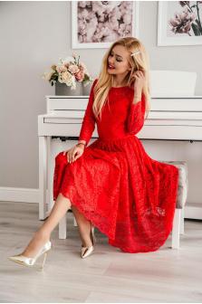 Czerwona sukienka na studniówkę - czy warto ją wybrać?