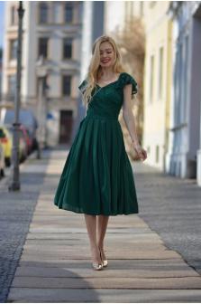 Czy warto wybrać tanią sukienkę na studniówkę?