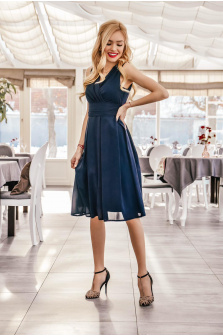 Wybierz elegancką sukienkę studniówkową w granatowym kolorze!